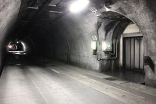 トンネルの非常口って、どこにつながっているの?