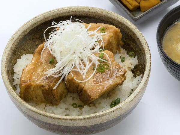 第1位「ヤマブ味噌の自家製豚角煮丼」のイメージ画像