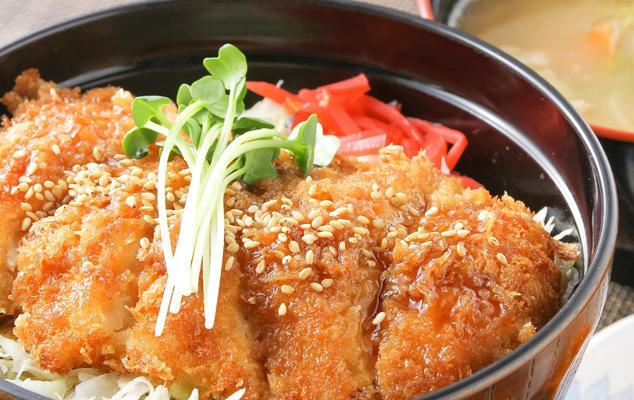 第3位「伊達鶏しょうゆかつ丼豚汁セット」のイメージ画像