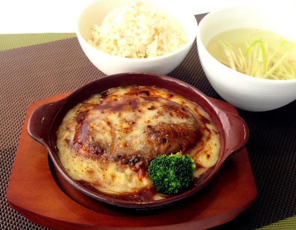 牛タン入りチーズハンバーグ定食のイメージ画像
