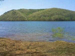岩洞湖5月 (2).JPG
