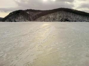 岩洞湖2月.JPG