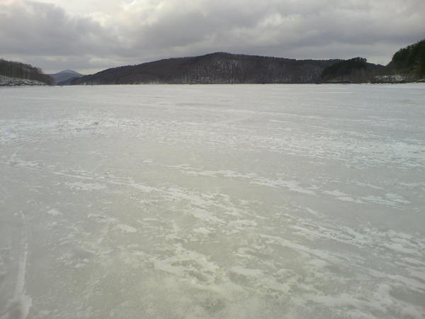 岩洞湖氷.JPG