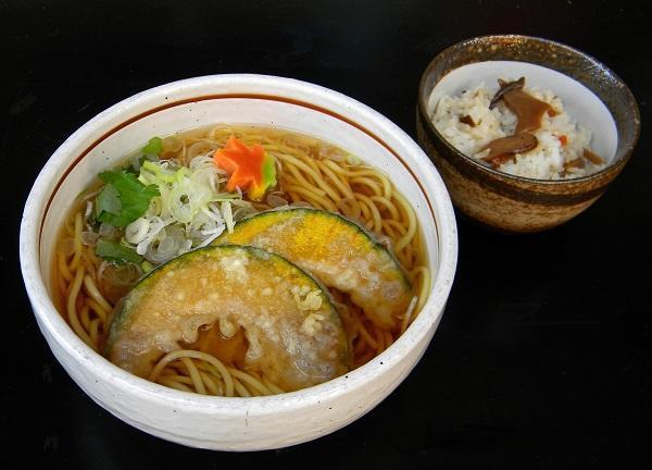 カボチャうどんと松茸ごはん600.jpg