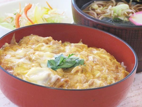 第1位「菜彩鶏の親子丼半そばセット」のイメージ画像
