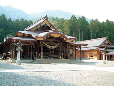 弥彦神社.jpg
