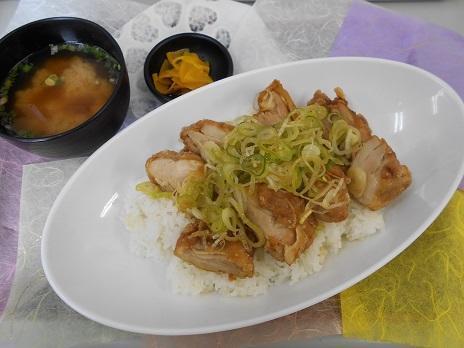 第1位「嵐山店の油淋鶏丼」のイメージ画像