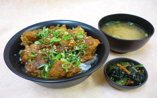 第1位「辛味噌からあげ丼」のイメージ画像