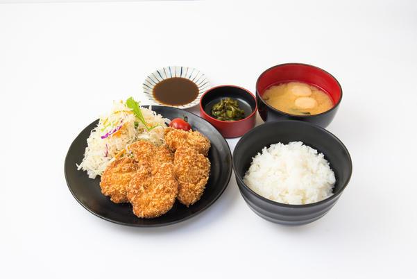 おすすめベスト1 五鉄とりカツ定食 / 890円(税込)