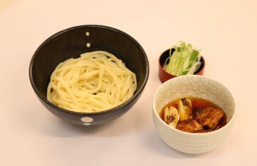 おすすめメニュー 炙りしゃもつけ麺 / 1,200円(税込)