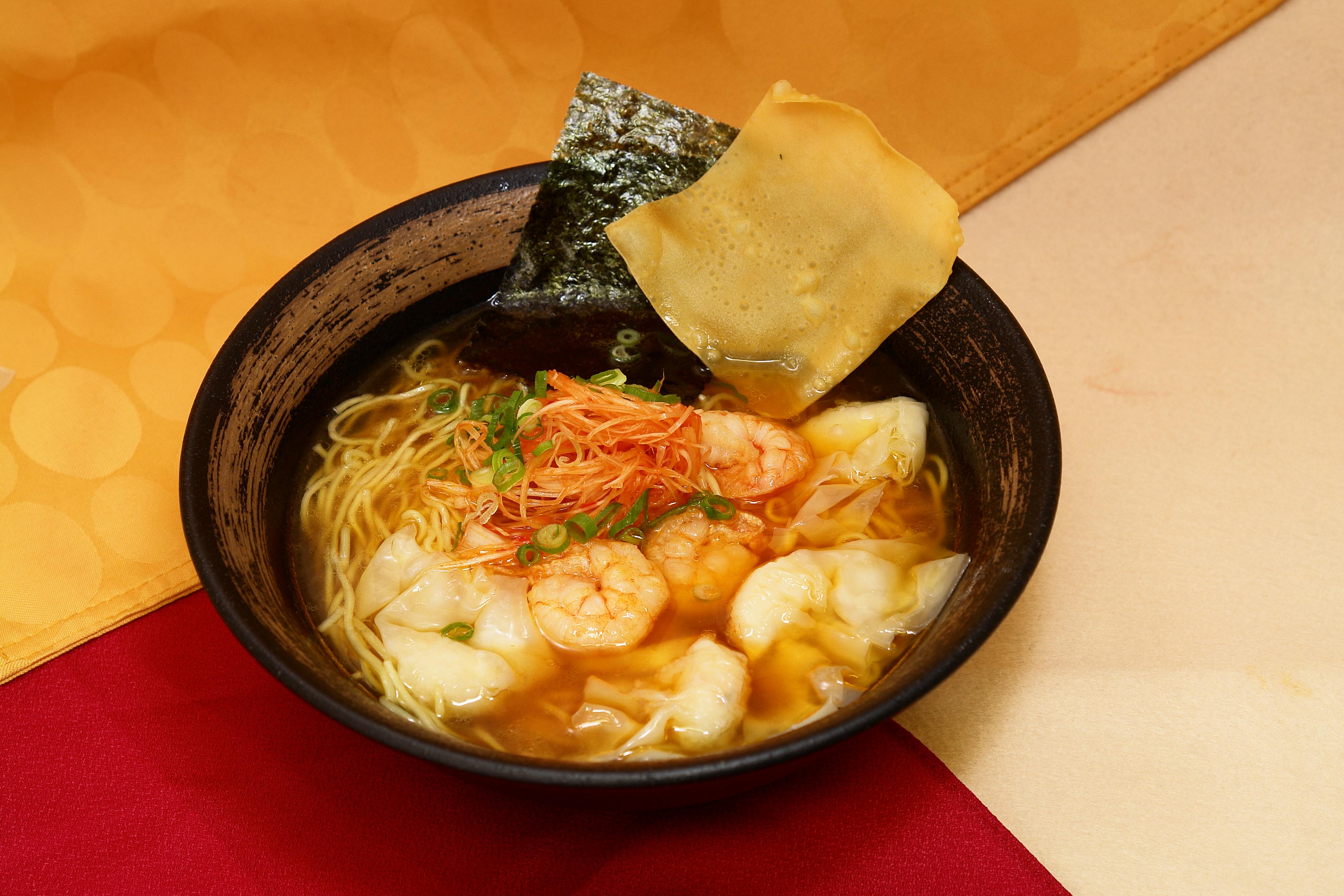 海老塩ワンタン麺 / 1090円