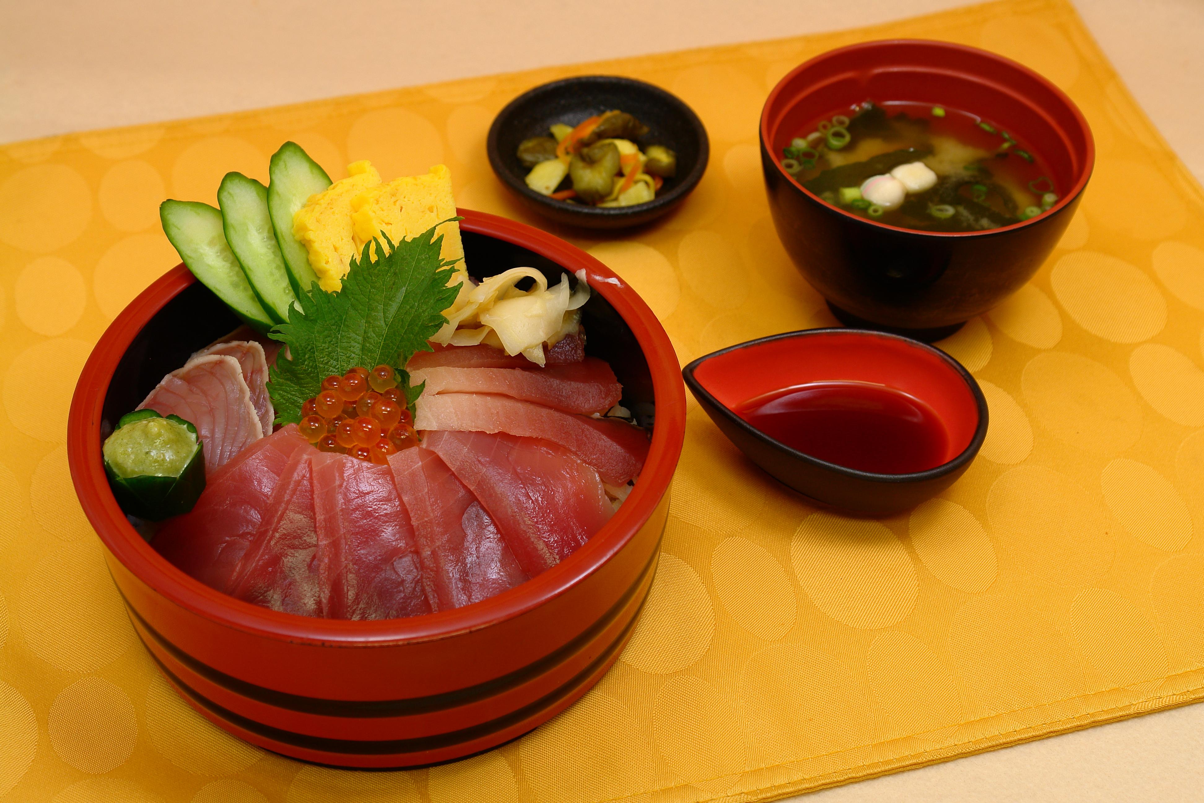おすすめベスト2 万七海鮮丼 / 1300円