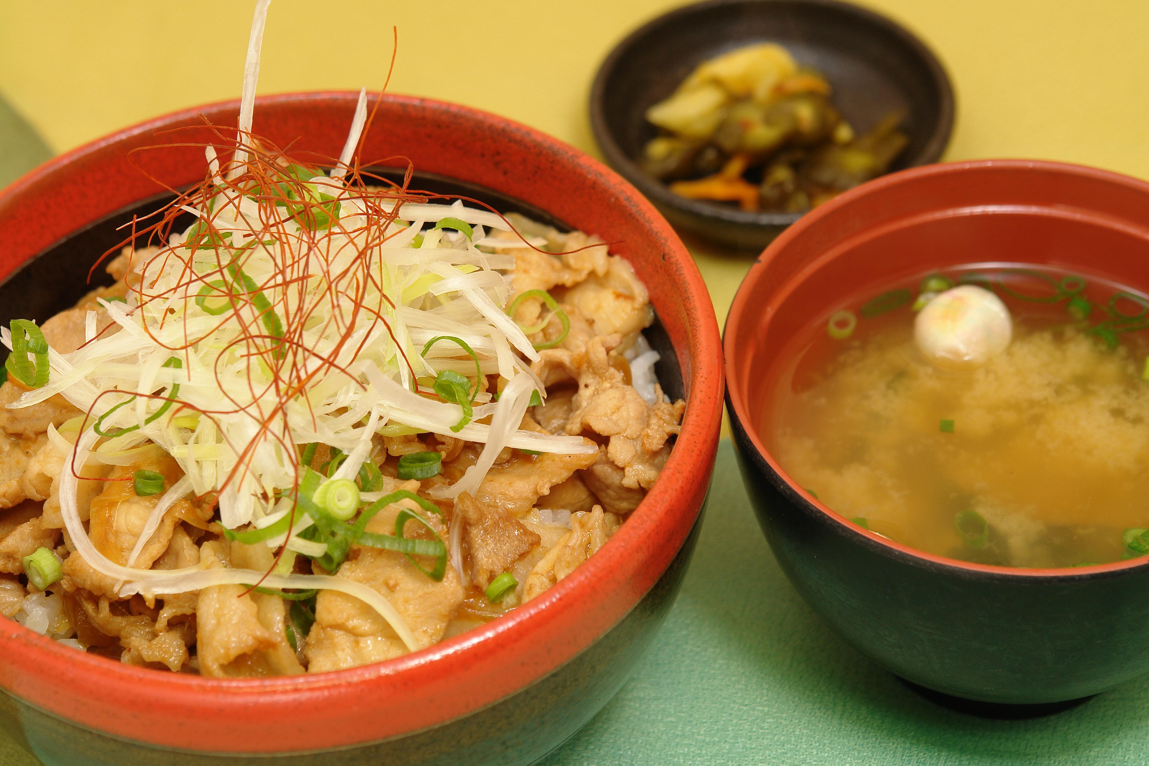 味噌豚丼 / 690円