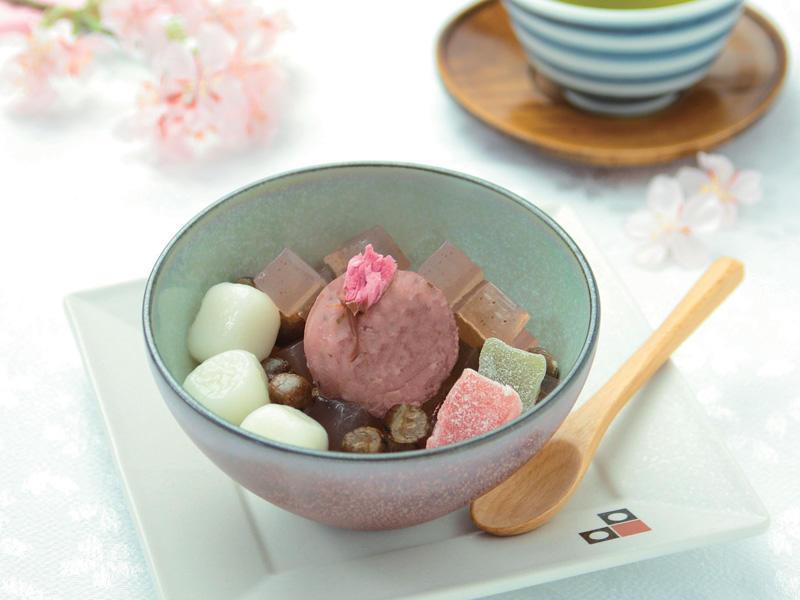 桜白玉あんみつ/594円
